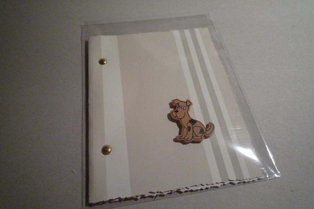Het notitieboekje met een haiku aan de binnenkant